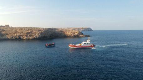 Soccorso barcone con 95 migranti a bordo$
