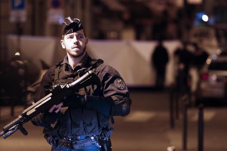 Risultati immagini per Accoltella passanti a Parigi, un morto e 4 feriti. Il terrorista era ceceno, già schedato. L'Isis rivendica
