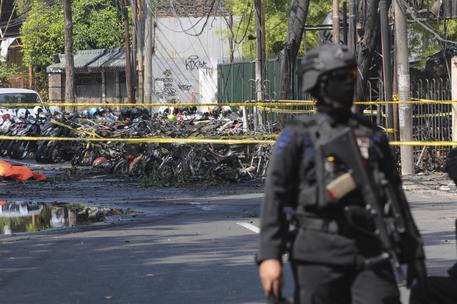 Risultati immagini per Indonesia: almeno 11 morti in attacchi kamikaze a chiese. Gli attentatori della stessa famiglia. L'Isis rivendica