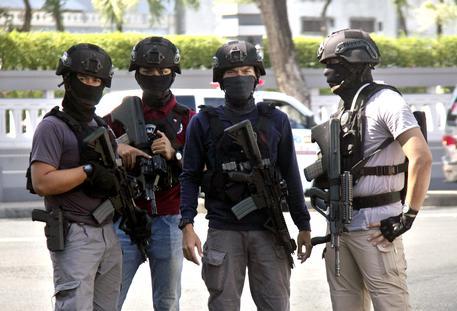 Indonesia, chiese sotto attacco: almeno 9 morti e 40 feriti
