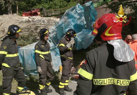 Crolla un'impalcatura: gravi tre operai a Pescara del Tronto