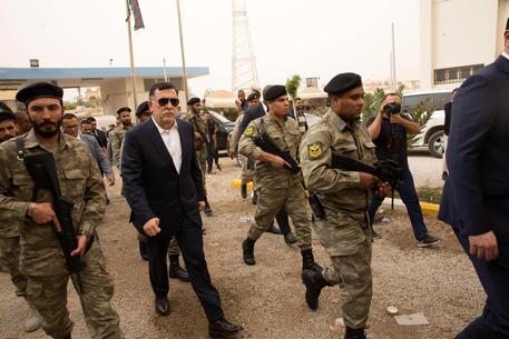 Libia: 47 morti e 129 feriti. Governo Sarraj cerca di negoziare tregua