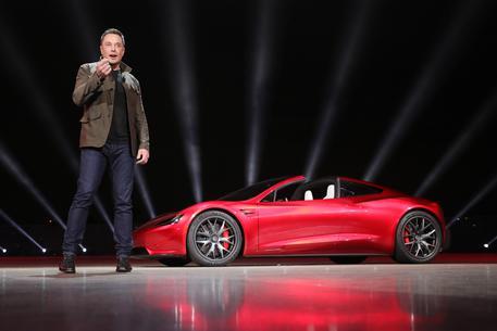 Tesla Roadster, l'ultima sparata di Musk: