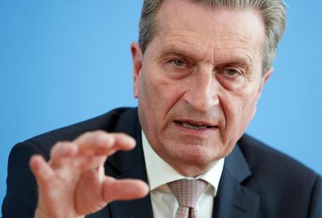 'Mercati vi insegneranno a votare', bufera su commissario Ue