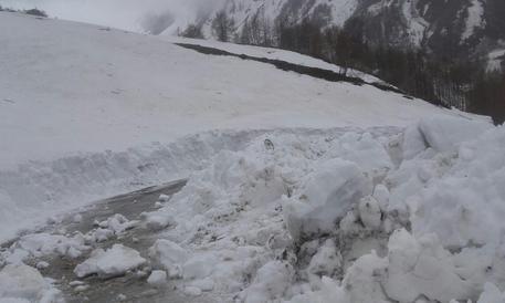 Giro, neve e slavine su Colle Finestre