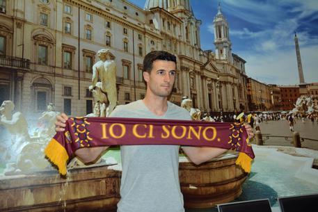 Roma, è arrivato il neo acquisto Marcano 3cf76d68c0c782ef2ea473027c3f46a9
