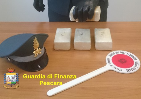 Pescara, arrestato un 30enne: nascondeva 2 kg di eroina