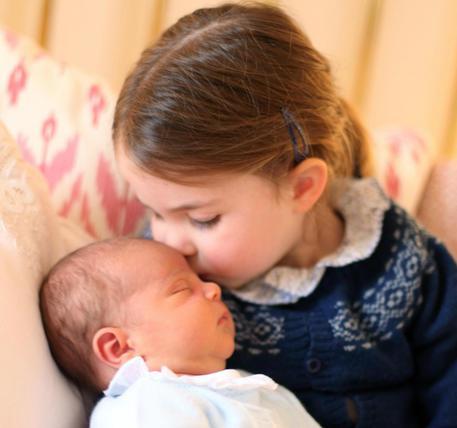 Principino Louis: ecco i primi tenerissimi scatti in famiglia