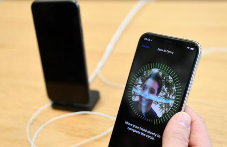 Apple, il prossimo iPhone avrà una fotocamera a 3 lenti