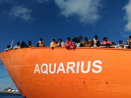 Risultati immagini per migranti aquarius