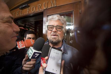 Beppe Grillo e il tormentone degli estratti a sorte in Parlamento