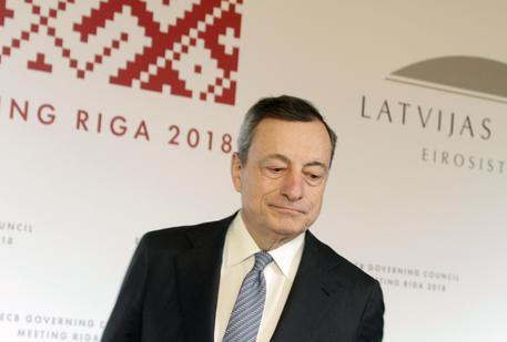 Bce, Mario Draghi: 'pazienti con primo rialzo tassi, poi graduali'