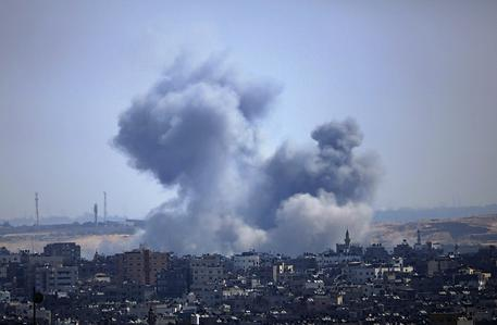 Quaranta razzi da Gaza su Israele, raid aerei sulla Striscia