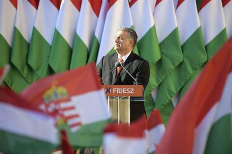 Migranti, la mossa di Orban: il divieto di accoglienza entra in Costituzione