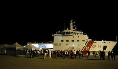 Migranti: nave Diciotti approda a Pozzallo © ANSA