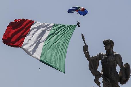 Ue taglia crescita Italia