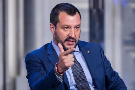 Migranti: la paura francese della lebbra populista in Europa