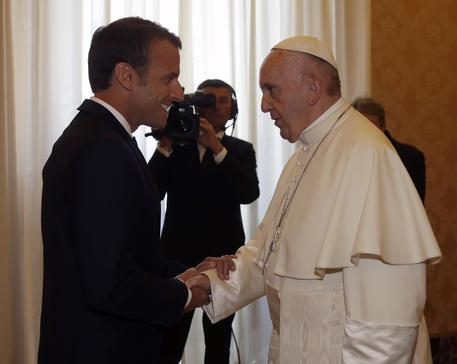papa-francisc-l-a-primit-ieri-pe-presedintele-francez-emmanuel-macron