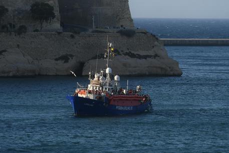 migranti: la lifeline a malta. muscat: `migranti in otto paesi, la nave sarà sequestrata` - ansa