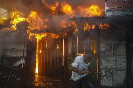 Nairobi,incendio in un mercato: quindici morti