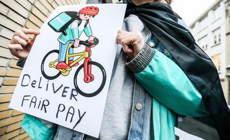 Carta diritti Rider:paga,ore e contributi