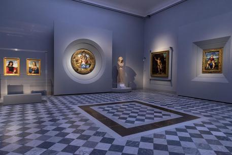 Michelangelo e Raffaello finalmente insieme: il nuovo allestimento agli Uffizi di Firenze