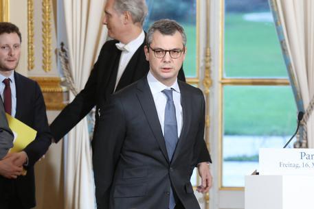 Francia: indagato il braccio destro di Macron per conflitto di interesse
