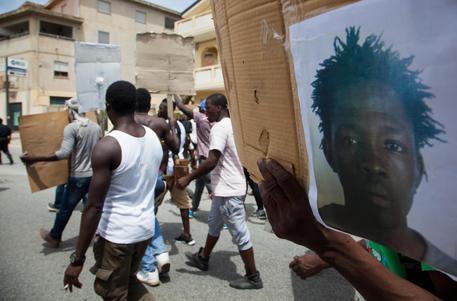 'Basta migranti a spasso': Salvini propone i Centri chiusi per il rimpatrio