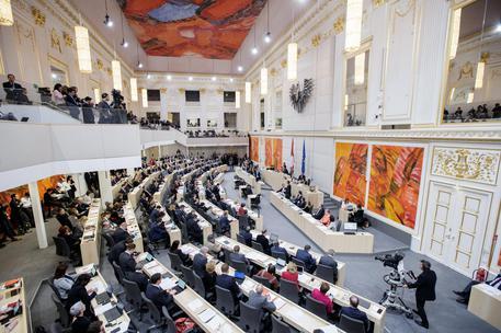 Austria: imam via, moschee chiuse