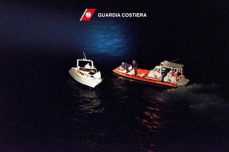 Pozzallo, doppio sbarco migranti: in 126 su nave Ong