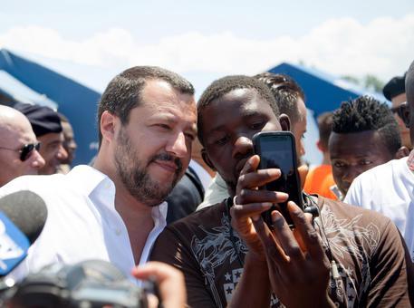 Migranti:Salvini fermare sbarchi no a nuovi schiavi