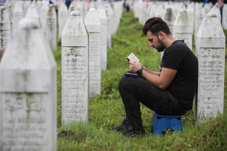 A Srebrenica si rinnova il dolore per il massacro del 1995 © EPA