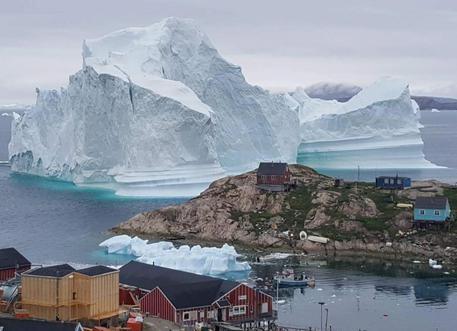 Iceberg minaccia paesino Groenlandia