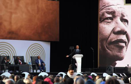 Obama celebra Mandela e va all'attacco di Trump
