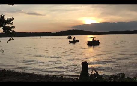 Ticinonline - Il temporale ribalta la barca: 13 morti