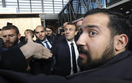 Caso Benalla: Macron, io unico responsabile, è stato un tradimento