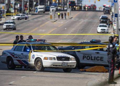 A Toronto un uomo ha sparato sulla folla