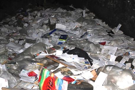 Belpasso, postino getta in grotta oltre 2000 lettere$