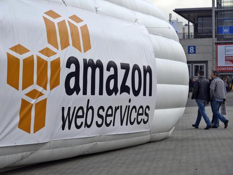 Amazon: multa da 300.000 dell'Agcom, non può effettuare attività postali senza autorizazione