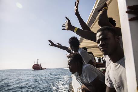 Migranti a bordo della nave Open Arms (archivio) © AP