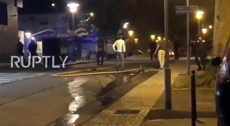 Francia: polizia uccide 20enne, scontri - Ultima Ora