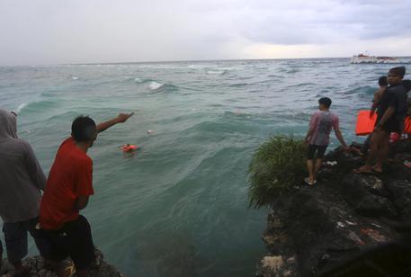 Indonesia, traghetto affonda con 139 passeggeri a bordo, decine di morti