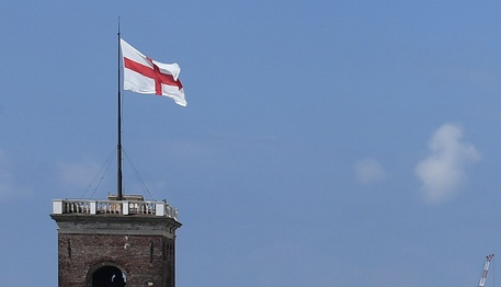 Genova chiede arretrati a Regina Elisabetta per uso bandiera