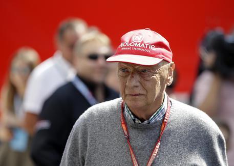 Niki Lauda uscito dal coma artificiale: è cosciente e respira da solo
