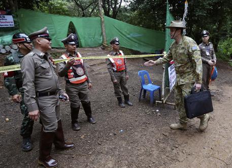 Thailandia, tutti salvi: ragazzi e allenatore usciti dalla grotta dopo 17 giorni
