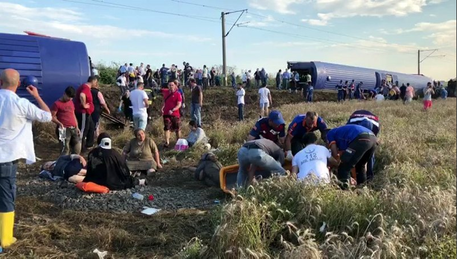 Treno deraglia in Turchia (Fonte: Twitter) © Ansa