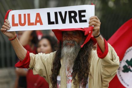 Brasile, la Corte d'appello ordina il rilascio di Lula