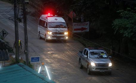 Thailandia, salvati i primi sei bambini. Due già fuori dalla grotta