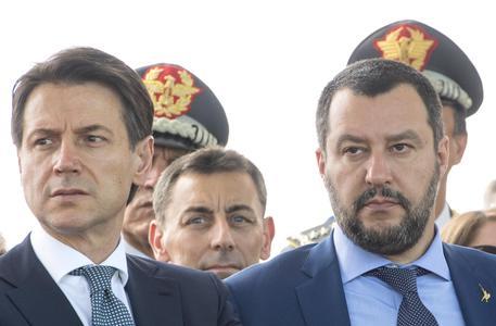 Matteo Salvini blocca nave italiana con 66 migranti a bordo