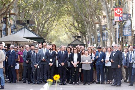 A un anno dagli attentati, Barcellona omaggia le vittime